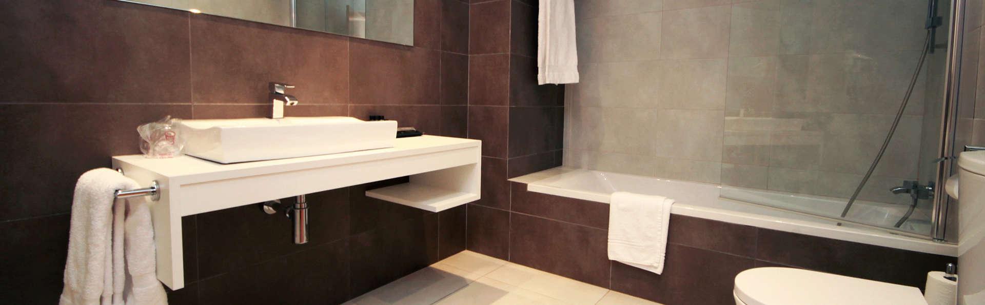 Hotel Can Galvany - EDIT_bath2.jpg
