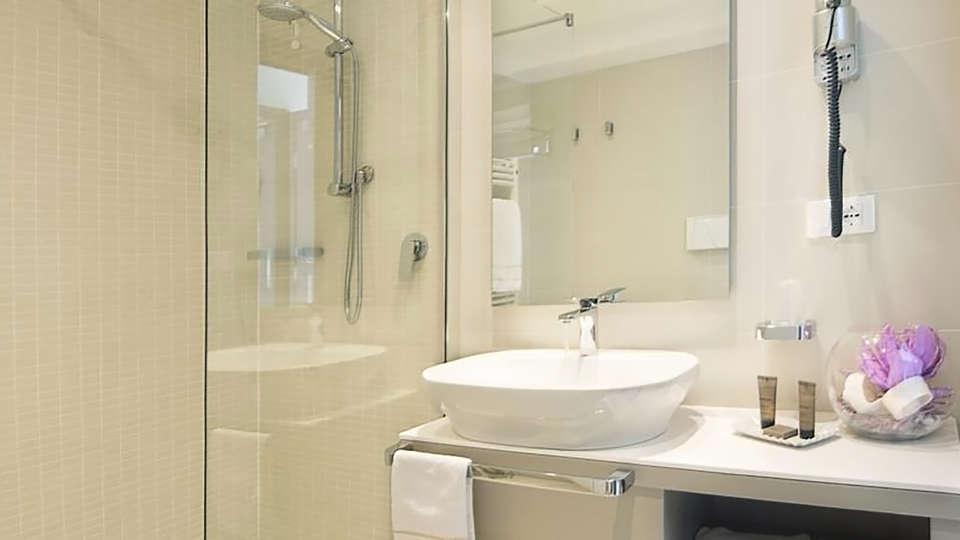 Seven Park Hotel - Edit_Bath.jpg