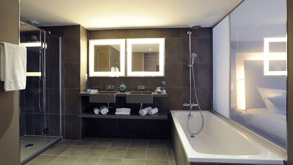 Novotel Avignon Centre - EDIT_bath.jpg