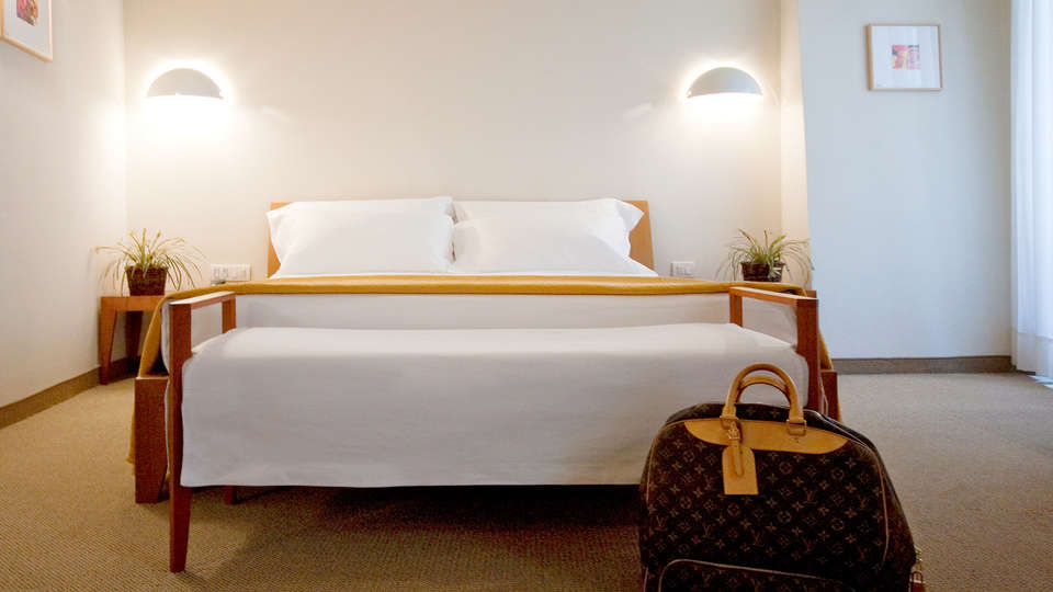 Hotel Tiferno - Edit_Room2.jpg