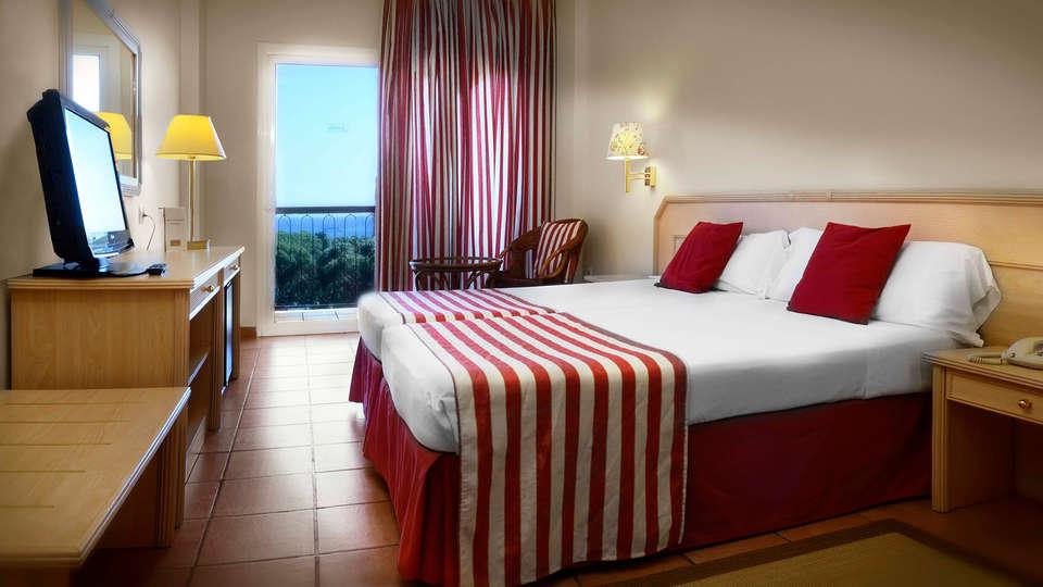 Hotel Luna Club - Edit_Room4.jpg