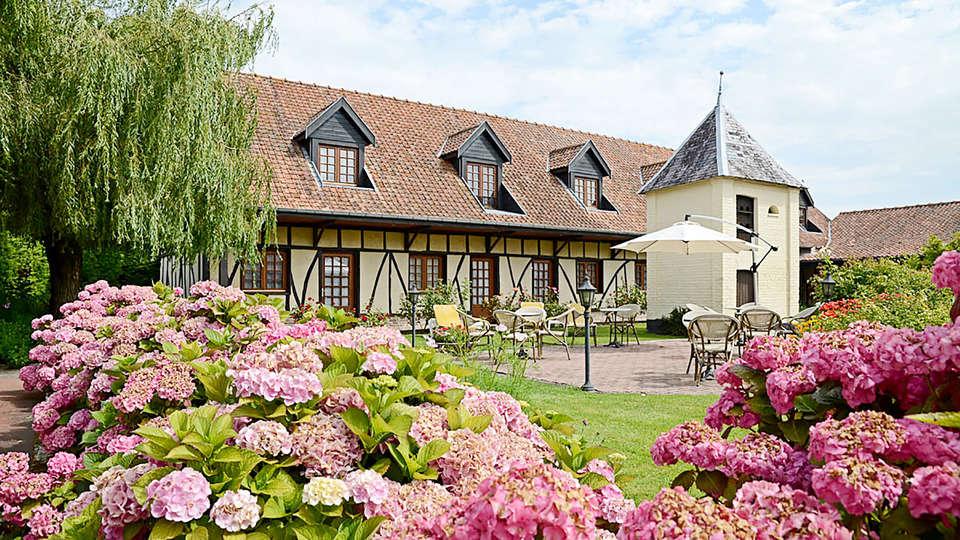 Hôtel Le Fiacre - Edit_Garden.jpg