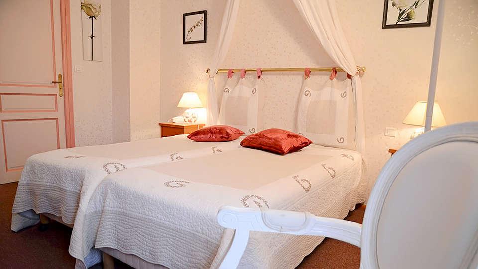 Hôtel Le Fiacre - Edit_Room5.jpg