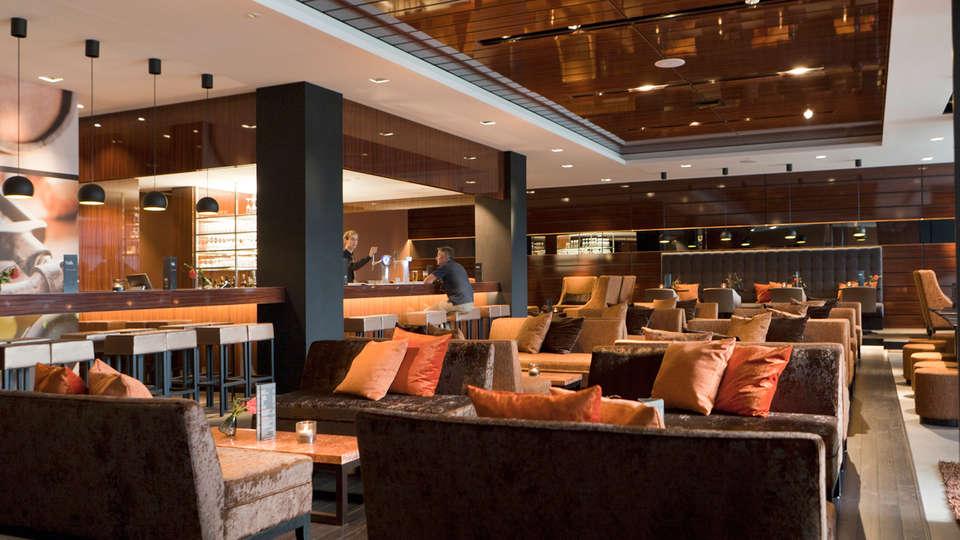Van der Valk hotel Dordrecht - edit_bar_-_Copy.jpg