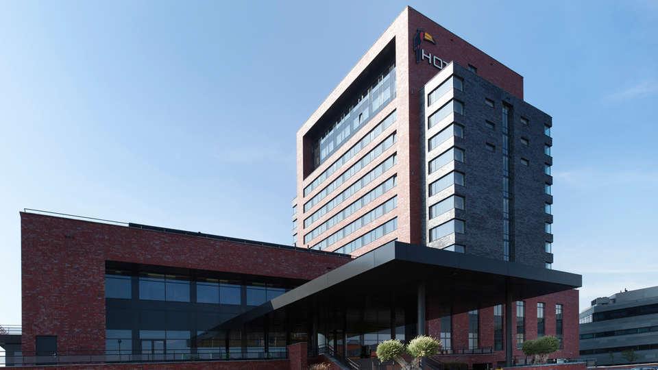 Van der Valk hotel Dordrecht - EDIT_entrance_-_Copy.jpg