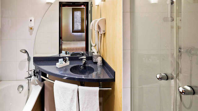 Novotel Suites Clermont Ferrand Polydome - bath