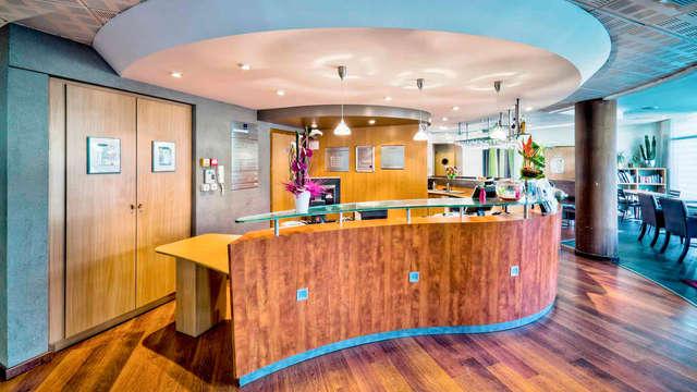 Novotel Suites Clermont Ferrand Polydome - reception