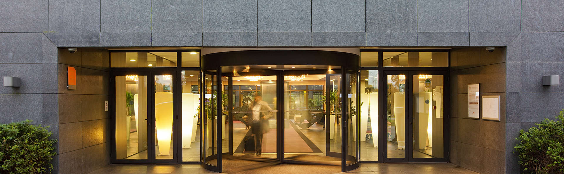Residhome Suites Paris Sénart - edit_entrance.jpg