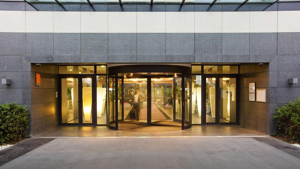 Residhome Suites Paris Sénart - edit_entrance.jpg