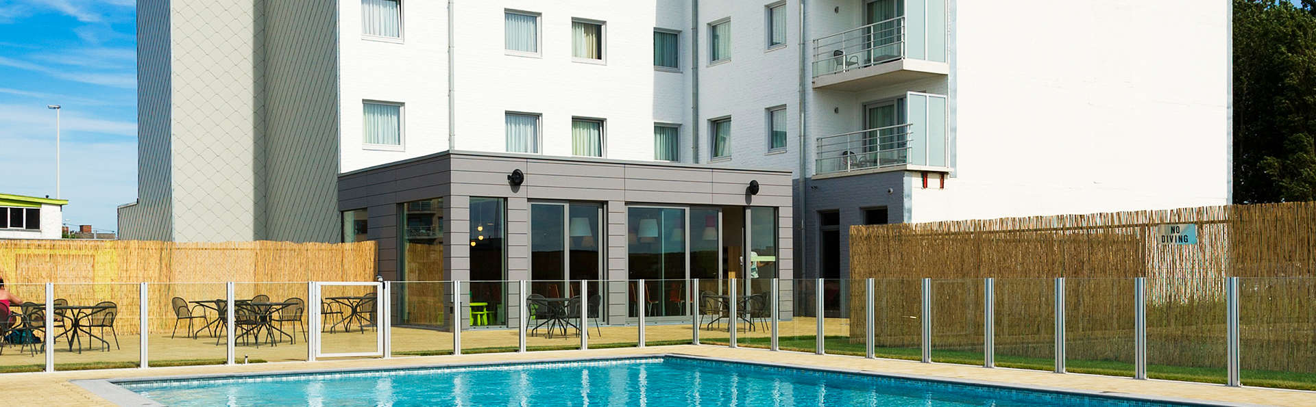 Ibis Styles Zeebrugge - edit_pool.jpg