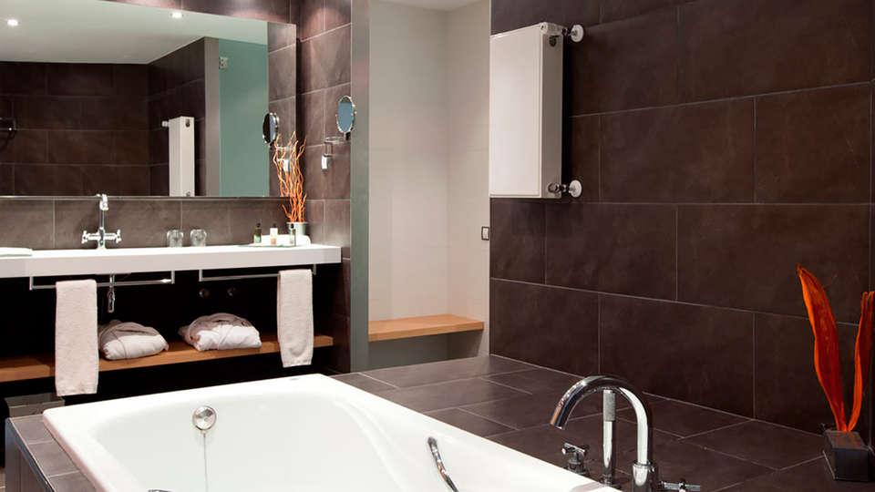 Hotel Món Sant Benet - EDIT_bath.jpg