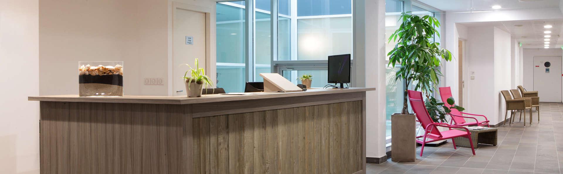 Hotel de la Baie Thalassothérapie Previthal - edit_reception.jpg
