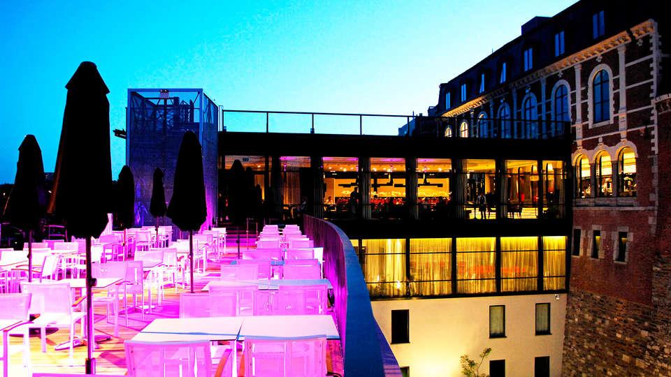 Les Comtes de Méan - EDIT_restaurant_terrace.jpg