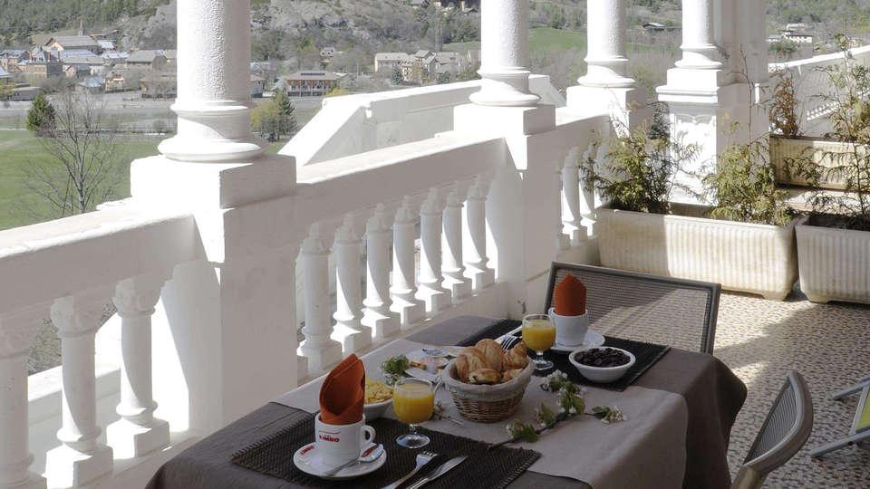 Château Des Magnans - edit_breakfast_terras.jpg