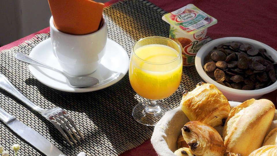 Château Des Magnans - edit_breakfast.jpg