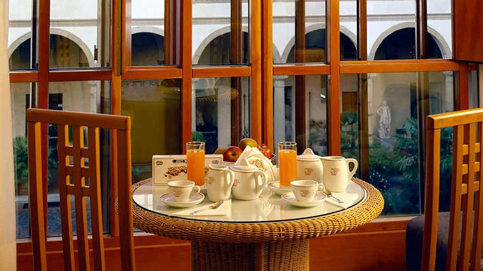 Hotel Palazzo Ricasoli - Edit_BB.jpg