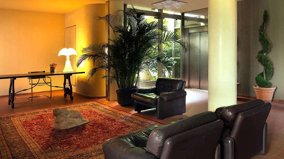 Hotel Palazzo Ricasoli - Edit_Hall.jpg