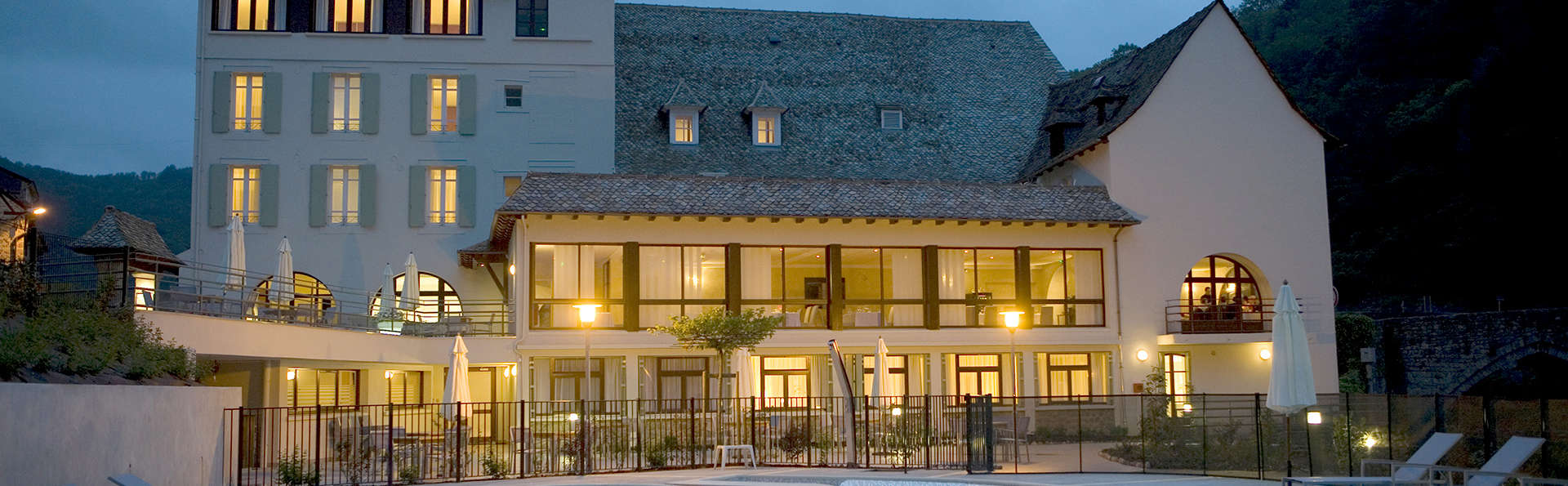 Hôtel la Rivière - Edit_Front.jpg