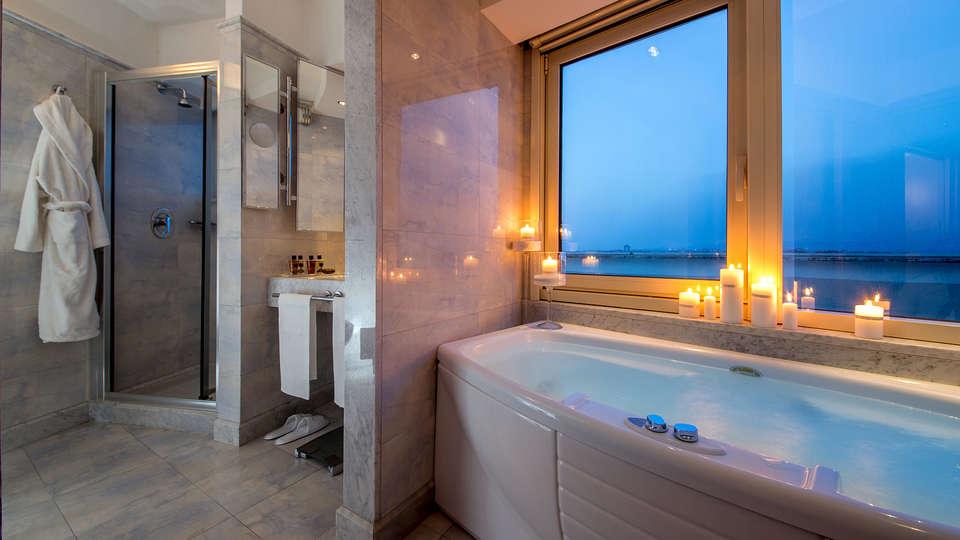 Enea Hotel - Edit_Bath.jpg