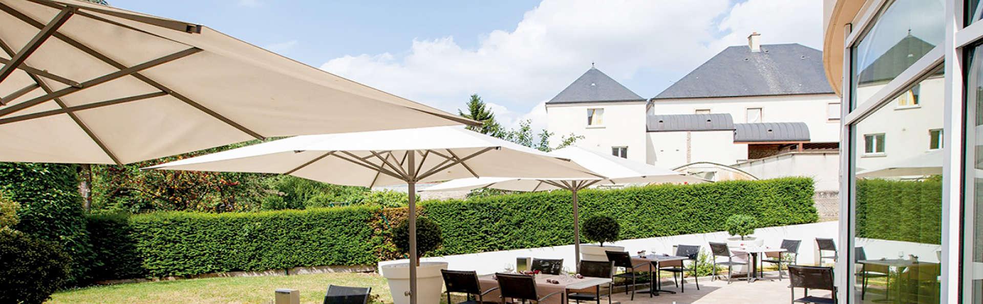 Le Richebourg Hôtel Restaurant et Spa - Edit_Terrace.jpg