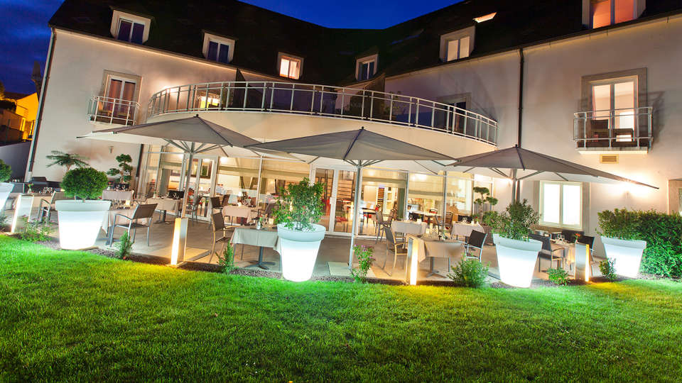 Le Richebourg Hôtel Restaurant et Spa - Edit_Terrace3.jpg