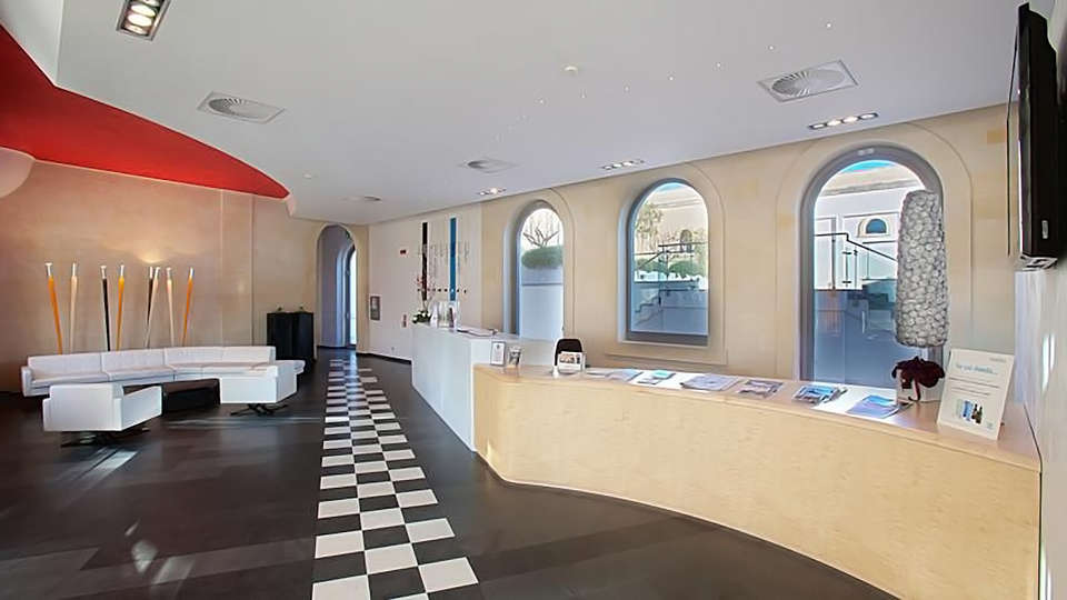 Art Hotel & Park Lecce - Edit_Reception.jpg