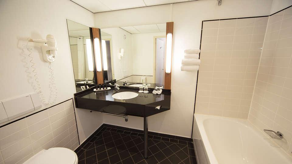 Bilderberg Europa Hotel Scheveningen - EDIT_bathroom.jpg