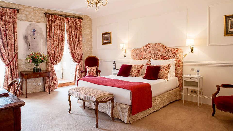Le Château des Vigiers - Edit_room.jpg