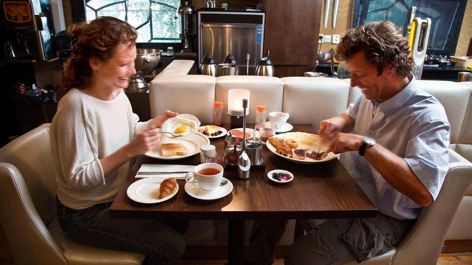 Hotel & Spa Savarin - edit_breakfast1.jpg