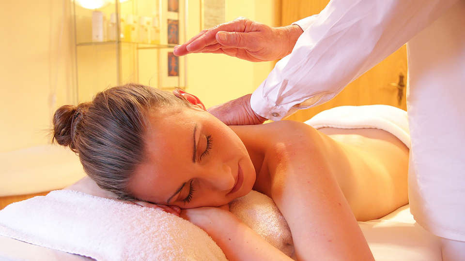 Hotel & Spa Savarin - edit_Massage.jpg