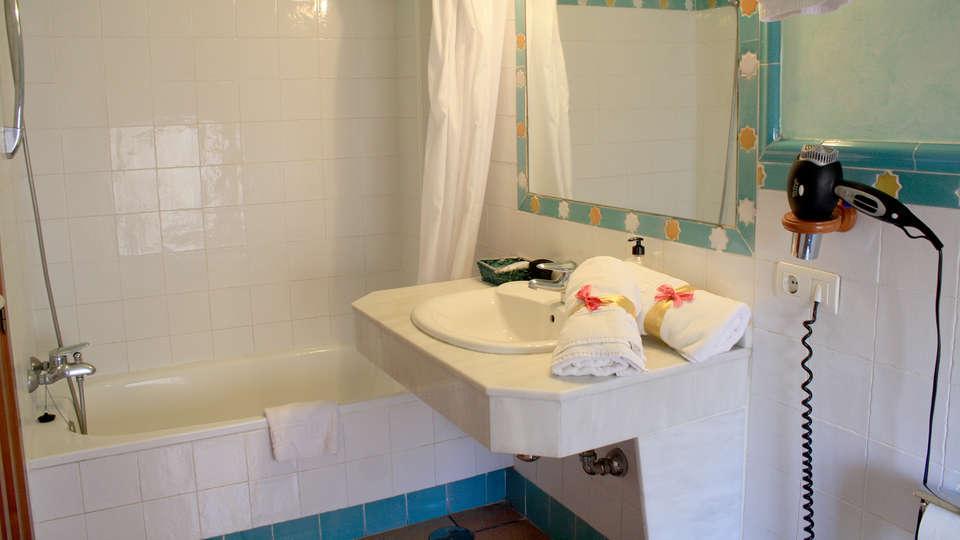 Abadia Hotel - Edit_bath2.jpg