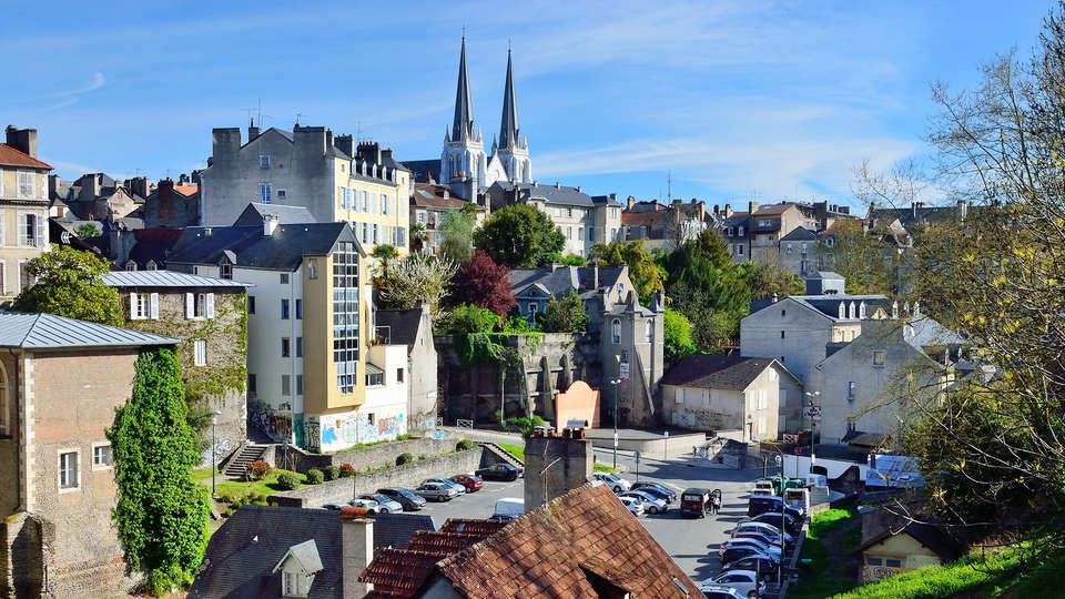 Hôtel Parc Beaumont Pau - MGallery - EDIT_Fotolia_69149796_PAU.jpg