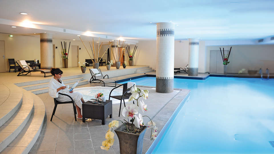 Hôtel Parc Beaumont Pau - MGallery - edit_pool5.jpg