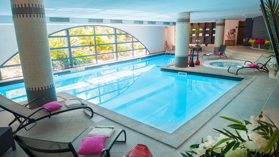 Hôtel Parc Beaumont Pau - MGallery - edit_pool2.jpg