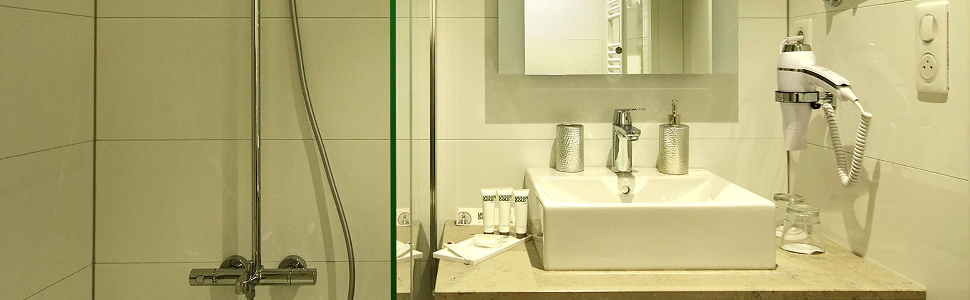 Airport Club Hotel - EDIT_bath.jpg