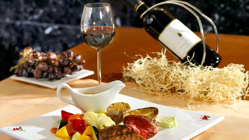 Hotel Los Olivos - Edit_Dinner2.jpg