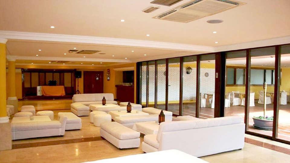 Hotel Los Olivos - Edit_Lounge.jpg