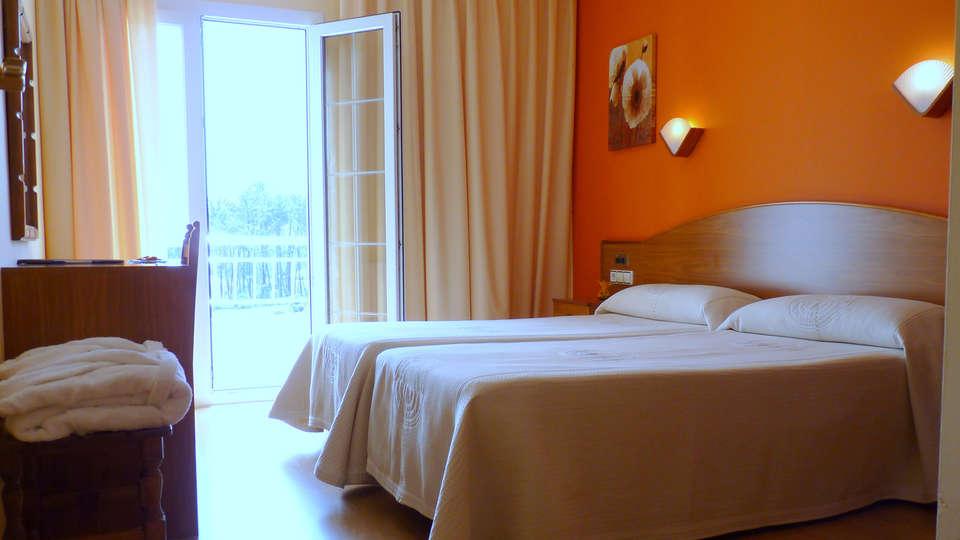 Hotel Nuevo Vichona - EDIT_room.jpg