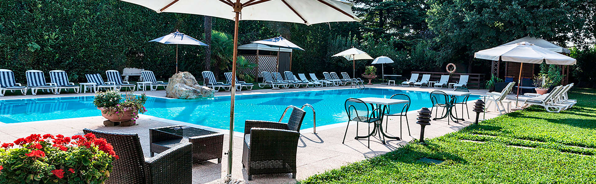 Hotel Saccardi & Spa - EDIT_garden.jpg