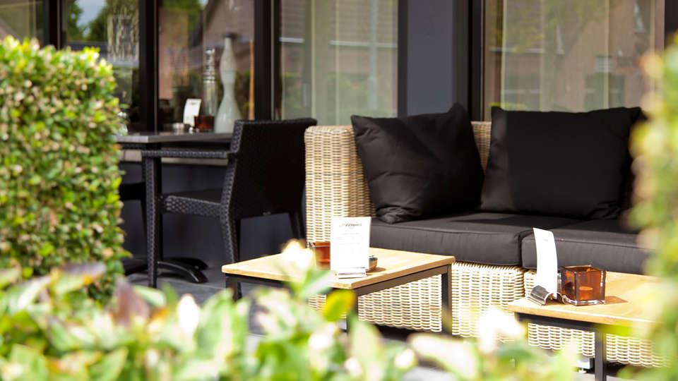 Hotel Arrows - EDIT_terrace2.jpg