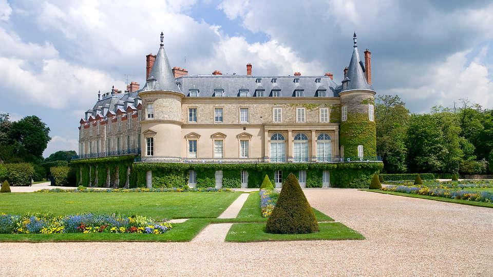Mercure Relays du Château Rambouillet - EDIT_chateau.jpg