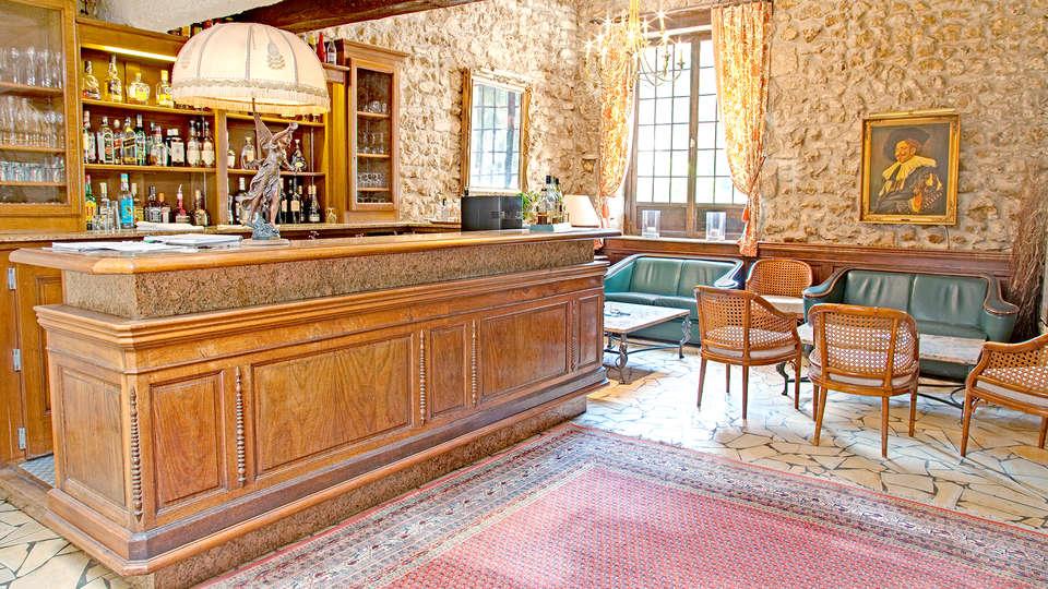 Château de Périgny  - EDIT_bar.jpg