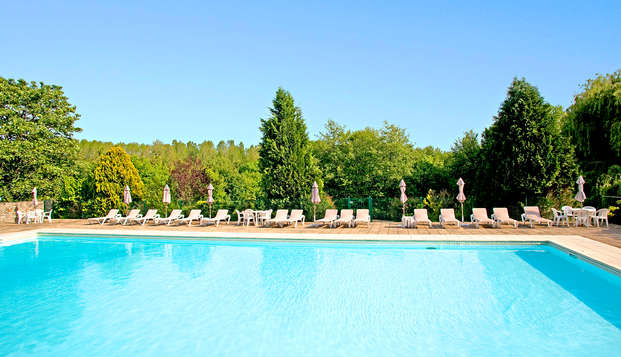 Chateau de Perigny - pool