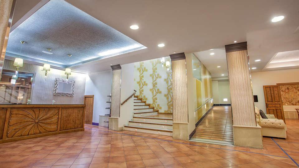 Hotel Rosaleda de Don Pedro - EDIT_hall.jpg