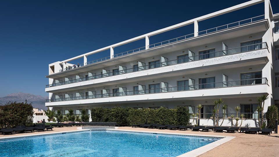 Hotel Sun Palace Albir - EDIT_front_pool.jpg