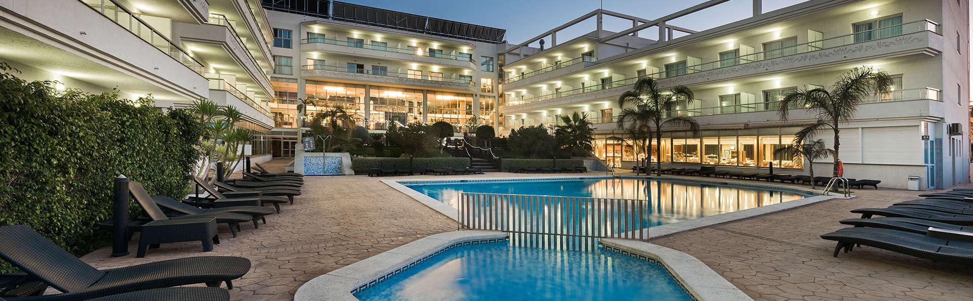 Escapada perfecta para parejas: cena para dos con vistas a la piscina y 90' de spa en Albir