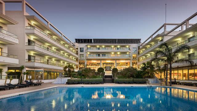Escapada en hotel 4*: Pensión completa y acceso al spa a 600m de la playa