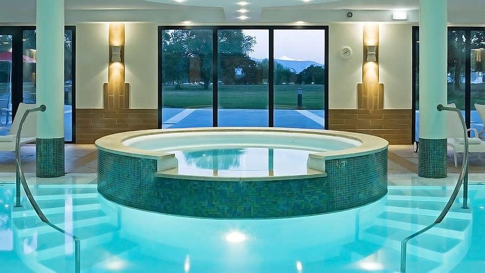 Hôtel Vacances Bleues - La Villa du Lac et Spa - edit_pool1.jpg