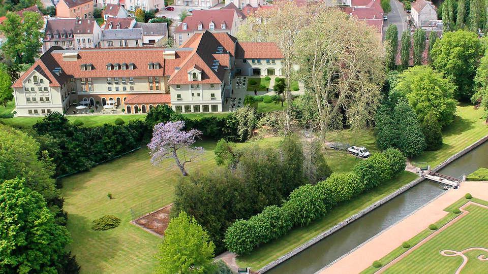 Castel Maintenon - Hôtel Restaurant & Spa - EDIT_aerea.jpg