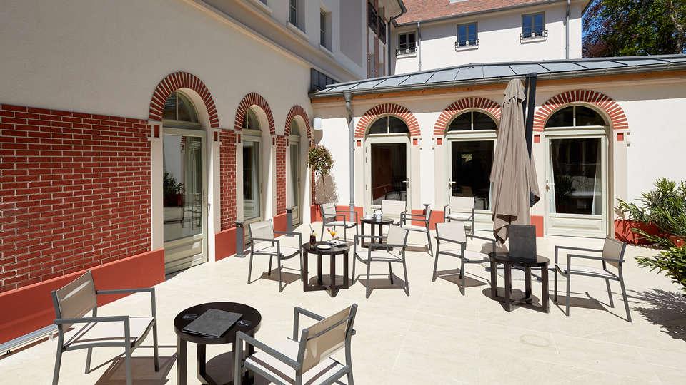 Castel Maintenon - Hôtel Restaurant & Spa - EDIT_terrace.jpg